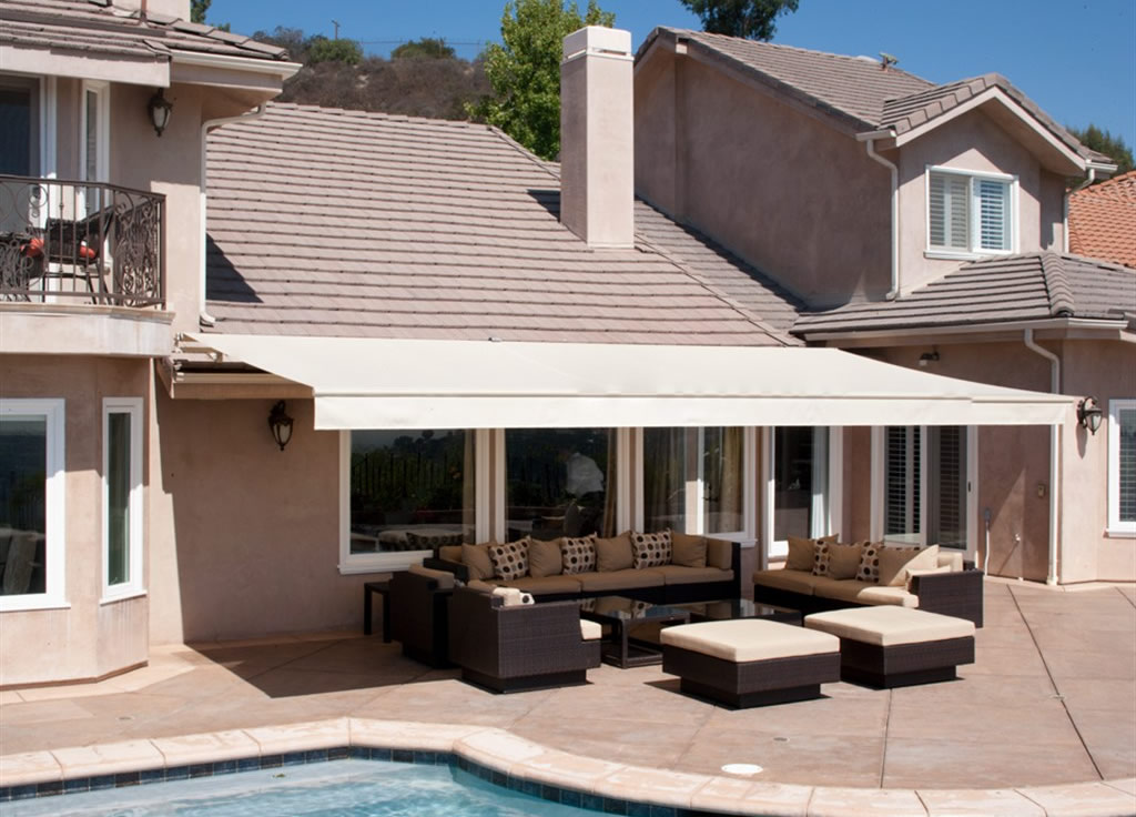 retractable-awning-Austin-Texas - Shades & Shutters Austin
